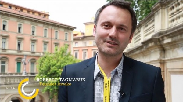 FireShot Screen Capture #115 - 'Intervista a Roberto Tagliabue, speaker Life a #bDf14 - YouTube' - www_youtube_com_watch_v=hsc6P2kJRdU&feature=youtu_be